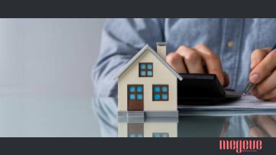 De Istock, image d'une maison et d'une calculatrice